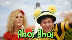Smejko a Tanculienka: Ahoj Ahoj (pesnička)