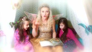 Víla Ella: Tri prasiatka (rozprávka na počúvanie)